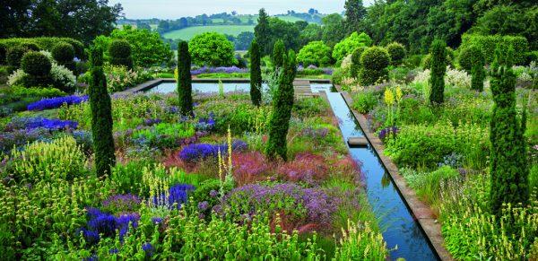 »Die Gestaltung der Natur« von Caroline Foley, © Gerstenberg Verlag 2017_(Foto) Andrew Lawson_The gardens at Broughton Grange, Oxfordshire. Designer Tom Stuart-Smith
