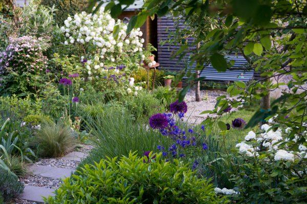 Frühlingsgarten_6 Schritte zum Traumgarten Das Arbeitsbuch zur Gartenplanung_Lilli_Straub_Kosmos_2020