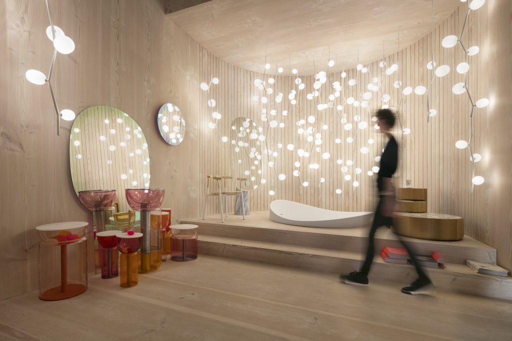 """Das Licht in Innenräumen ist einer der Wohntrends 2018 auf der imm 2018. Lucie Koldova verwandelt """"Das Haus"""" in eine Lichtshow."""